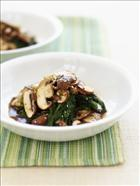 Spinach bundles with marinated Soy and Sesame Mushrooms